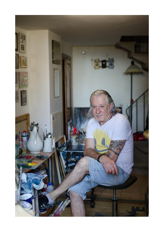 Pieralberto Luzzana - Da quando vive a Castagno, ha iniziato a dipingere una serie di scorci del borgo, tra sogno e realtà… La sua vera fonte d'ispirazione resta però la moglie Sarah, musa e restauratrice.