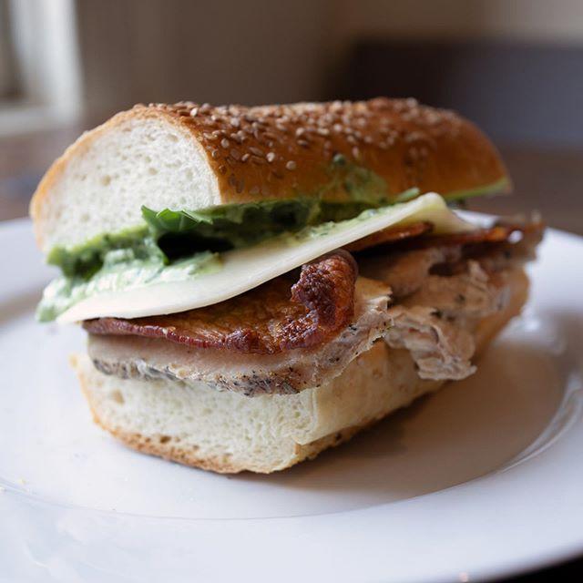 🦃 🥓 🥪  A fan favorite! . . . #turkey #turkeyclub #lunch #sandwich #yum