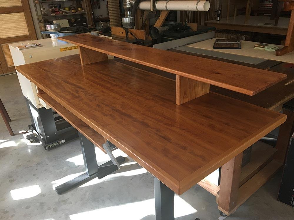 Adjustable standing desk, cherry.