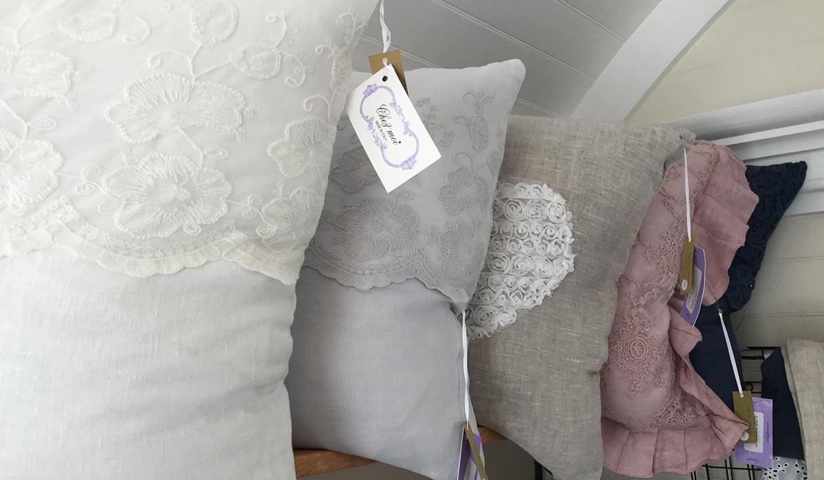chic_throw_rustic_pillows.jpg
