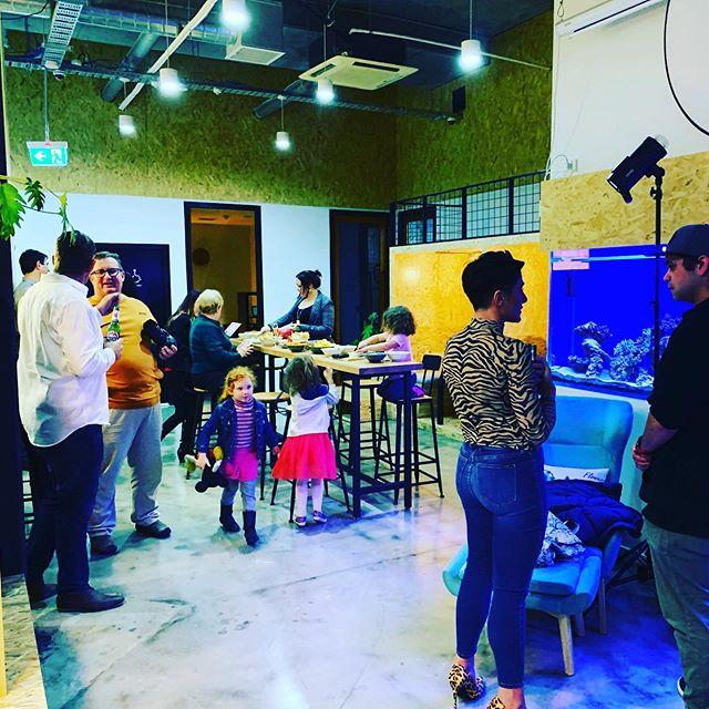 Feels like a house party 🎉 ! BYOB Friday drinks kicked off early as people came so early: doing deals, networking and getting shit done over a relaxing drink. That's how we roll. Get over here! #family #kidfriendly #petfriendly #networking #socialstar #byob