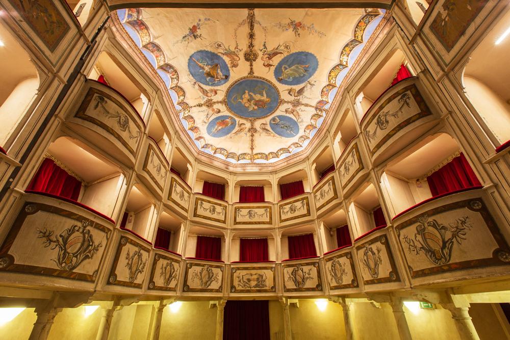 Teatro_della_Concordia_Monte_Castello_di_Vibio_plafonepalchi.jpg