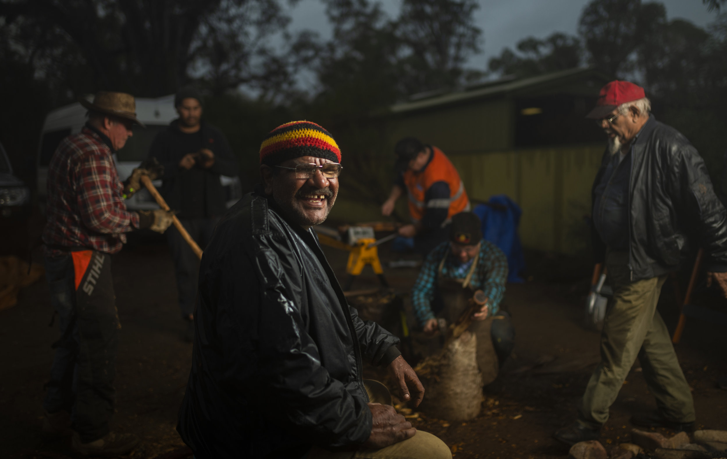 Donny McKenzie and carvers at Mambray Creek carving camp, 2018. Photo by Dave Laslett