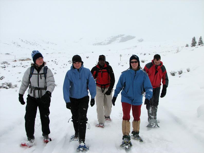 20071208_172005_CrestedButte018_JLV_snowshoeing_group_on_move_web.jpg