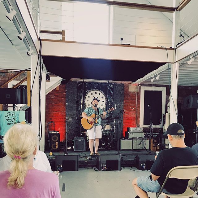 A week ago, I got to play a tune at a  @newportfolkfest open mic hosted by @criticalfunk 🖤