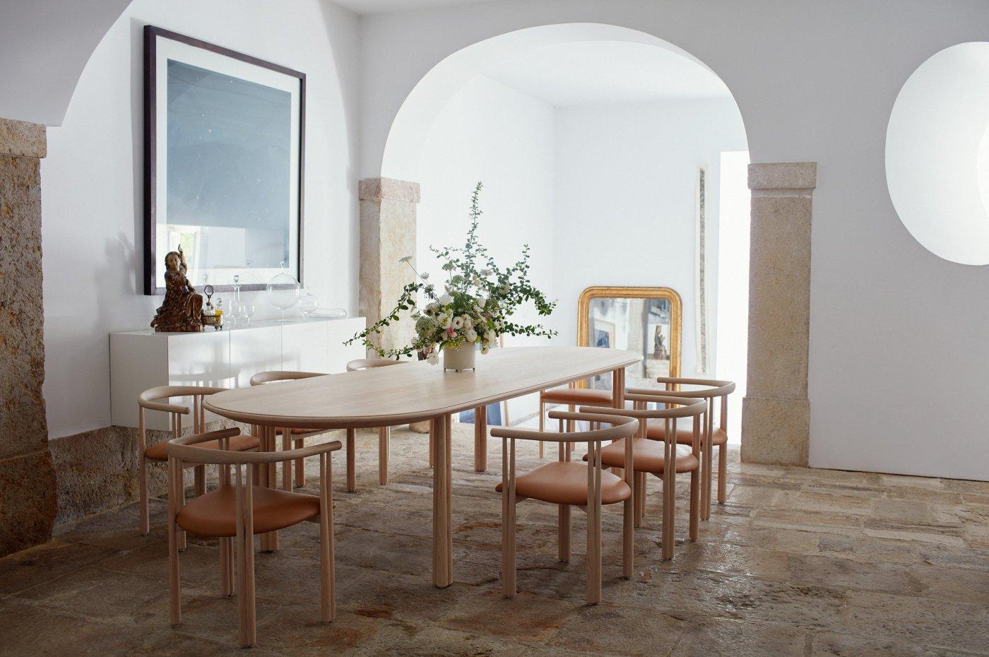 DLE_Elliot_Table_and_Chair_01_Photo_by_Yuki_Sugiura_WEB_lightbox_photo_photo.jpg