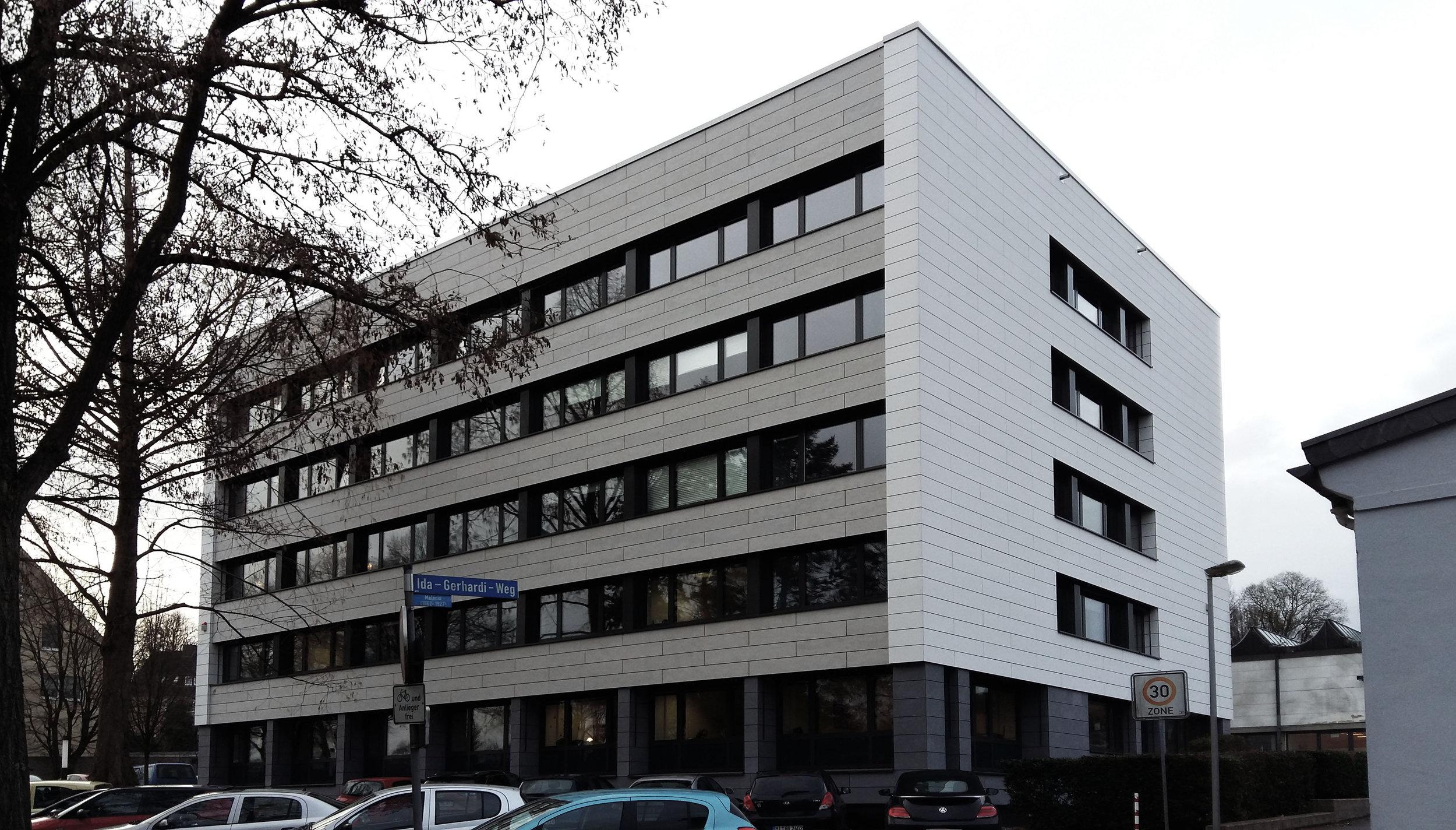 Fertigstellung - Der umfassenden Fassaden-Sanierung eines Verwaltungsbaus in DetmoldNovember 2018