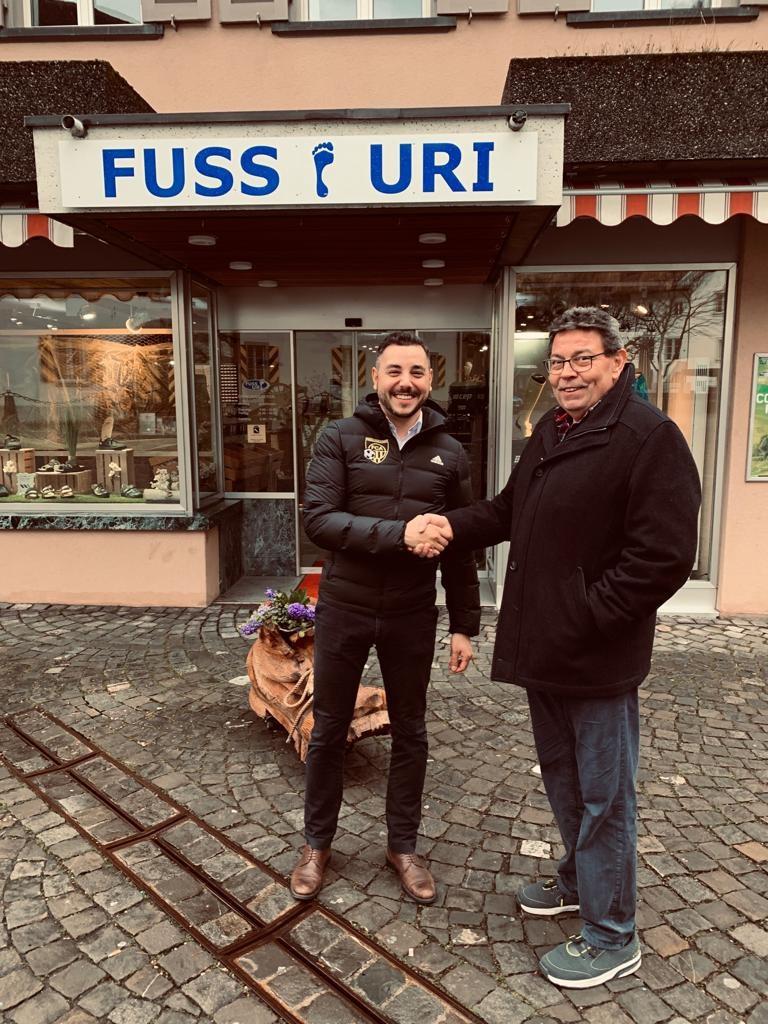 Maurizio Persi (FC Altdorf) zusammen mit Armin Gerbing von Fuss Uri