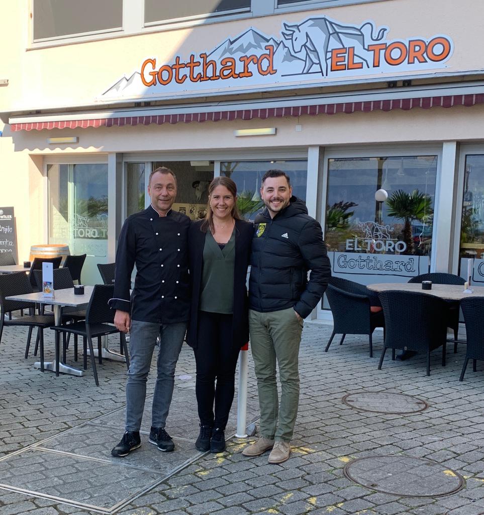 Maurizio Persi (FC Altdorf) zusammen mit Corina und Michel Wagner