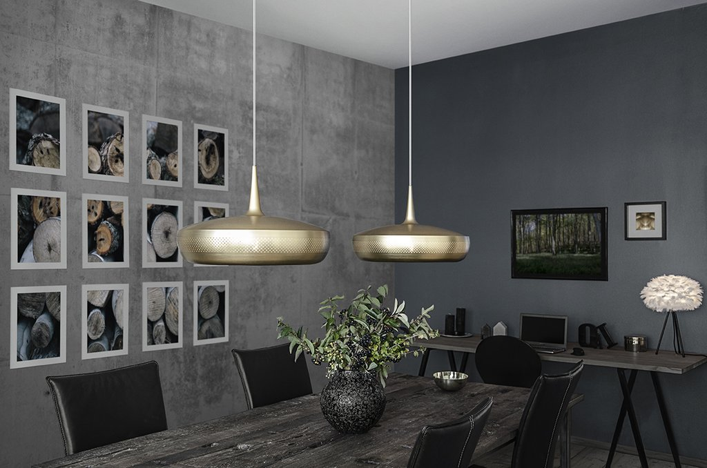 Umage Clava - With its exclusive and elegant look, Clava Dine will fit perfectly over the dining table or the coffee table, bringing a cosy and chic feeling. The lampshade comes in white, brushed brass, brushed copper or polished steel, so it can lighten up any home.