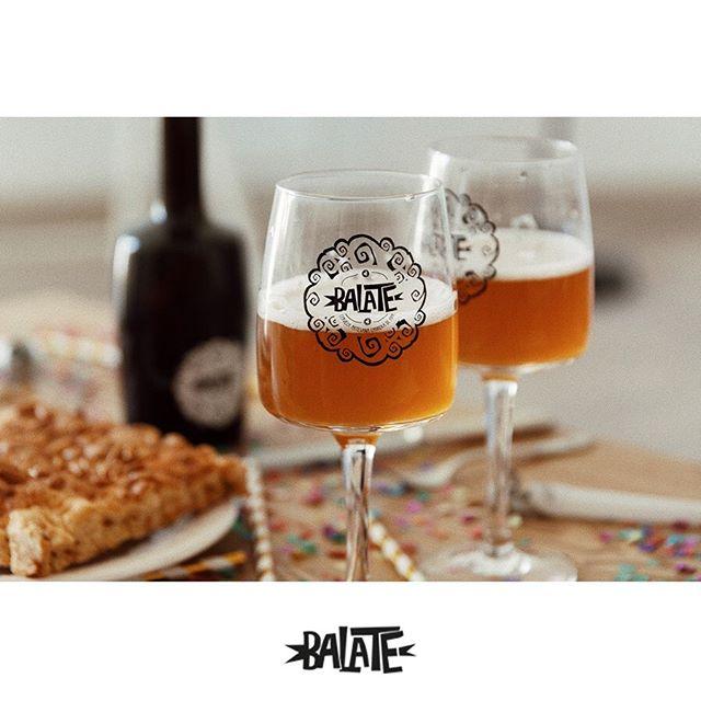 Tot l'equip de Balate us desitjem una feliç revetlla a tots!🎇🍻 ¡ Todo el equipo de Balate os deseamos una feliz verbena a todos!🎆🍻 #balate#santjoan#revetlla#igersbcn#maresme#igersmaresme#somgastronomia16#sommelier#naturalmente#auténtica#craftbeer#beer#gastronomia#gastrovictim#bcngourmet#cervesa#cervesaartesana#gastropindoles#foodbcn#bcngourmet#ig_gastronomic#gastronomy#igersbcn#foodphotography#foodstyling#igers#authentic#foodies