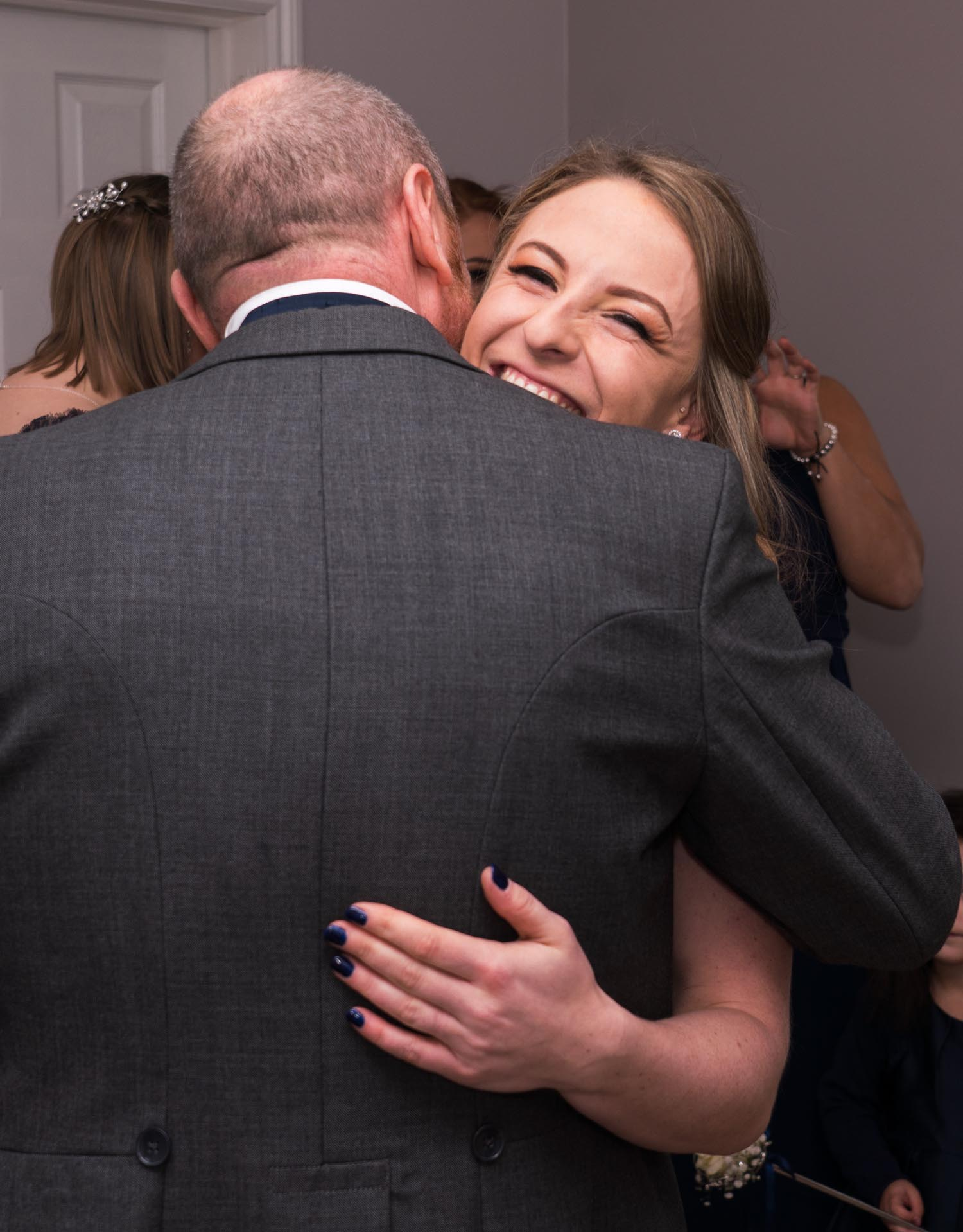 wedding-photos-bridal-preparations-ye-olde-plough-house-essex-205-2.jpg