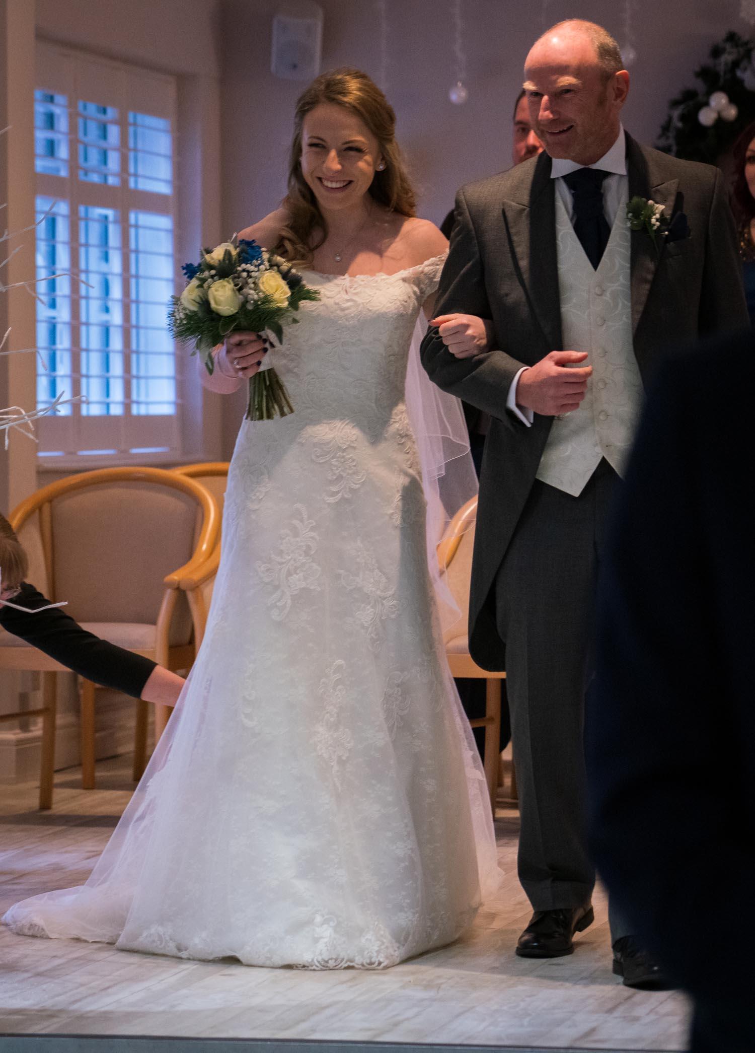 wedding-photos-ceremony-ye-olde-plough-house-essex-350.jpg