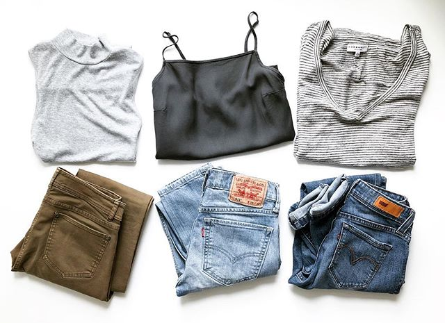 Jeans are definitely a staple in my wardrobe. You can wear them with anything! Mix and match any of these pieces for a casual and cool outfit for Spring 🌿 ⁣ ⁣ ⁣ ⁣ #sustainableliving #sustainablefashion #thrift #minimalism #greenlifestyle #consciousliving #kawarthalakes #peterborough #jackandjeanco #capsulewardrobe #thriftfinds #levis #springoutfit