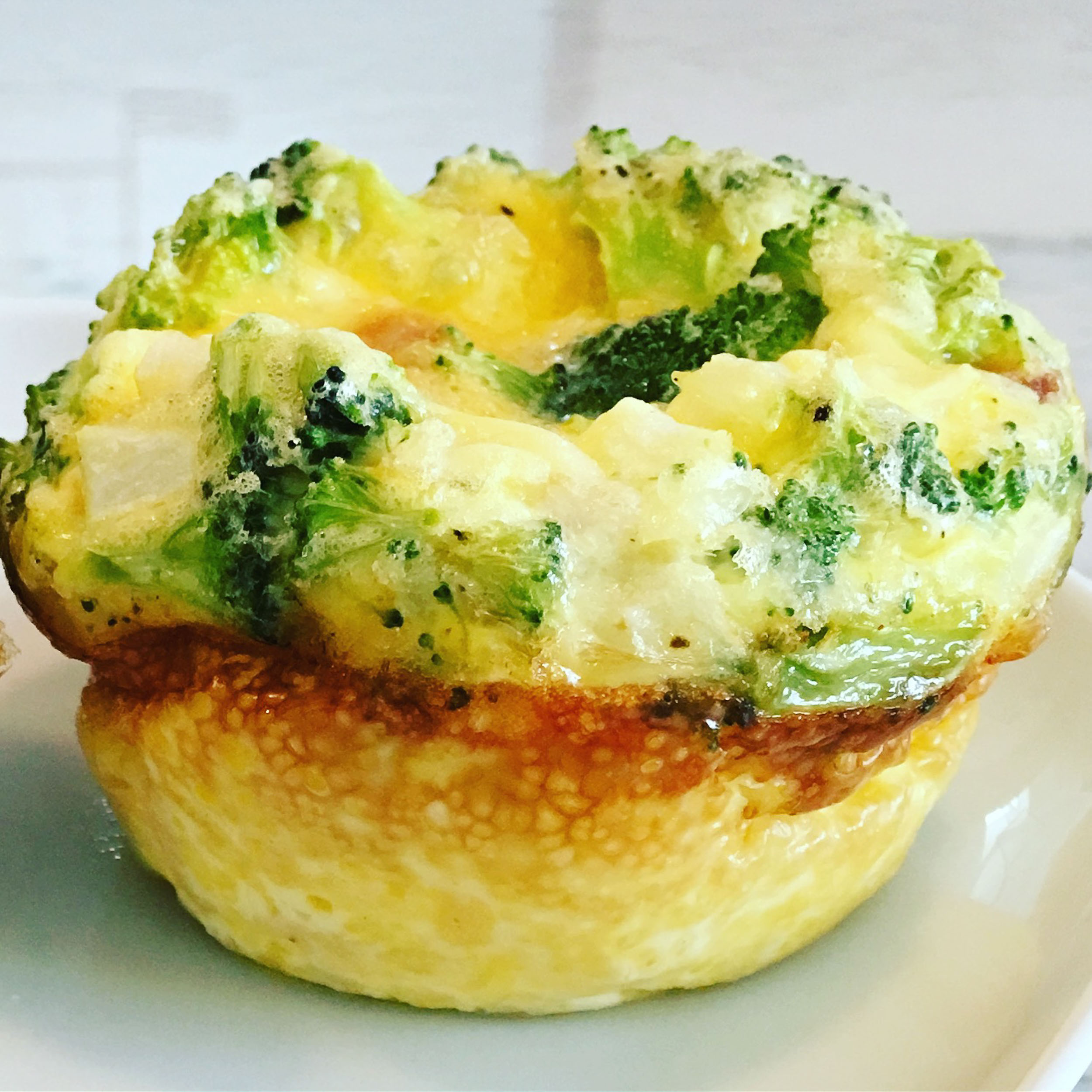 Egg muffin brocoli cheddar.jpg