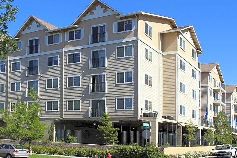 CITIVISTA APARTMENTS - Reno, NVSingle story structure of 38,000 square feet with post-tensioned concrete for support of four levels of apartments.Contractor: PACIFIC WEST BUILDERS