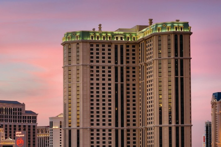 MARRIOTT'S GRAND CHATEAU PHASE 2 - Las Vegas, NV38 Story hotel with 430,000 square feet, constructed of reinforced concrete and post-tensioned concrete slabs.Contractor: M.J. DEAN CONSTRUCTIONArchitect: MBA ARCHITECTURE