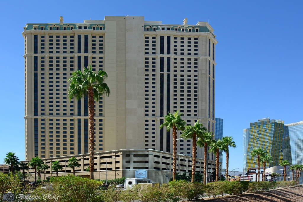 MARRIOTT'S GRAND CHATEAU PHASE 3 - Las Vegas, NV38 Story hotel with 565,000 square feet, constructed of reinforced concrete and post-tensioned concrete slabs.Contractor: TUTOR PERINIArchitect: MBA ARCHITECTURE