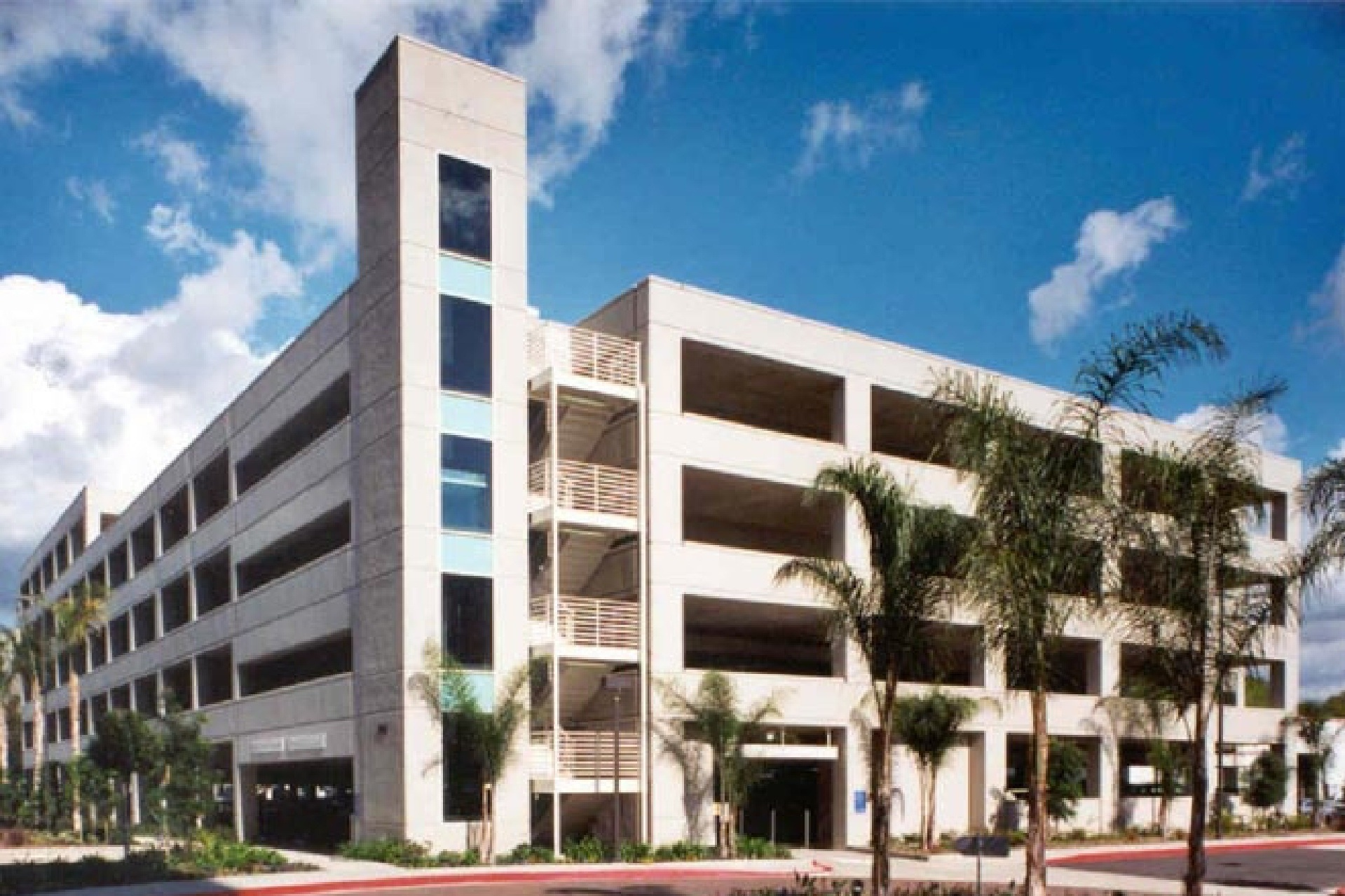 1905 MAIN STREET PARKING STRUCTURE - Irvine, CASix story post-tensioned concrete structure for 530 cars.Contractor: BOMEL CONSTRUCTIONArchitect: CHOATE PARKING CONSULTANTS