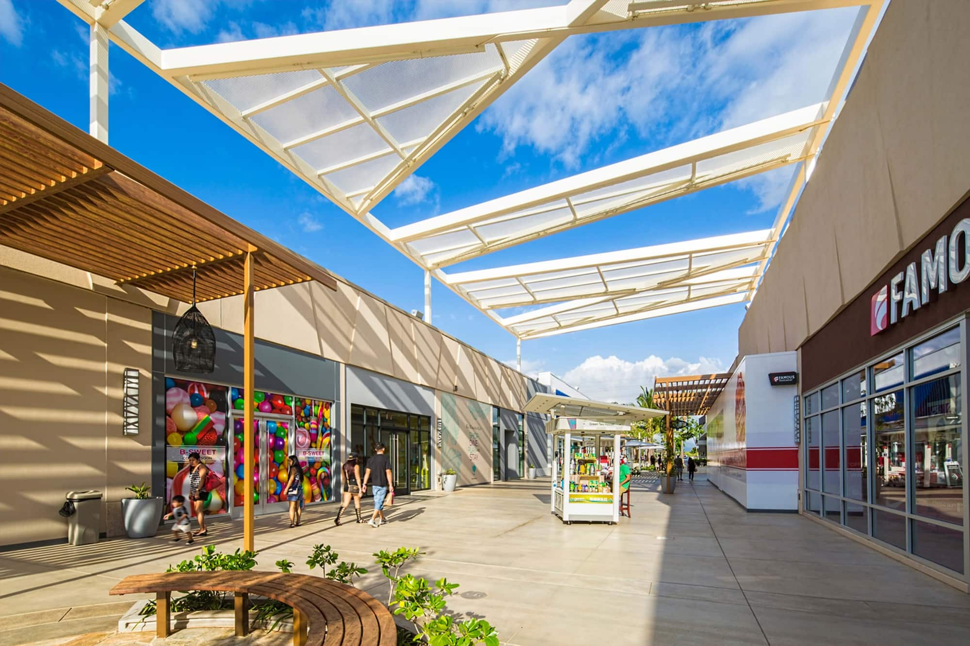 KA MAKANA ALI'I REGIONAL SHOPPING CENTER - 10 buildings totaling over 420,000 square feet of structural steel lowrise with steel moment frames.Contractor: PCLArchitect: ARCHITECTS HAWAII