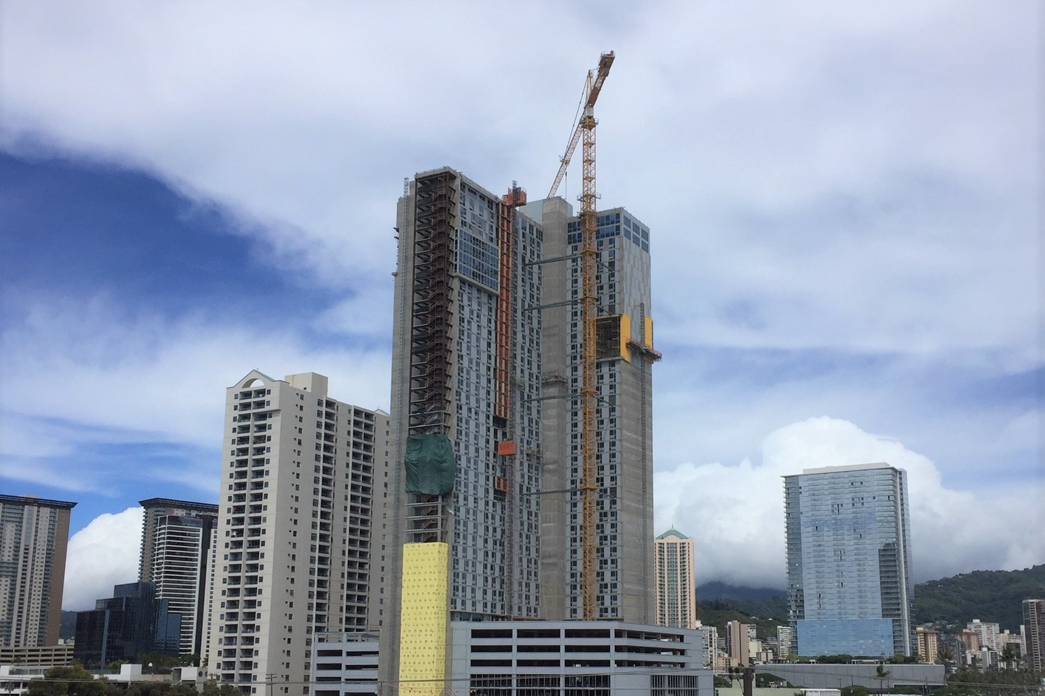 KE KILOHANA AT 988 HALEKAUWILA - Honolulu, Oahu, HIForty-three story reinforced concrete building with post-tensioned slabs and concrete shear walls for 425 apartment units. Also includes a recreation area on Level 8 over six levels of parking and one ground level of retail, totaling approximately 746,000 square feet.Developer: HOWARD HUGHESContractor: NORDIC PCLArchitect: CDS INTERNATIONAL