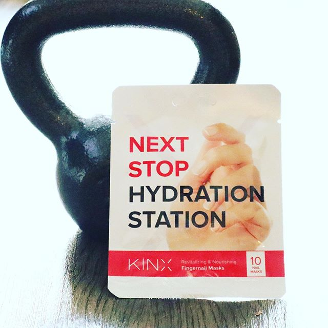Dry fingertips from your workout? 😱 Our nail mask will hydrate your fingertips and nails back to life 🤗. Perfect for those annoying dry cracked fingertips👌🏻. . . . . . #nailmask #hydrate #beautycare #skincare #activebeauty #fitness #postworkout #kinxactive