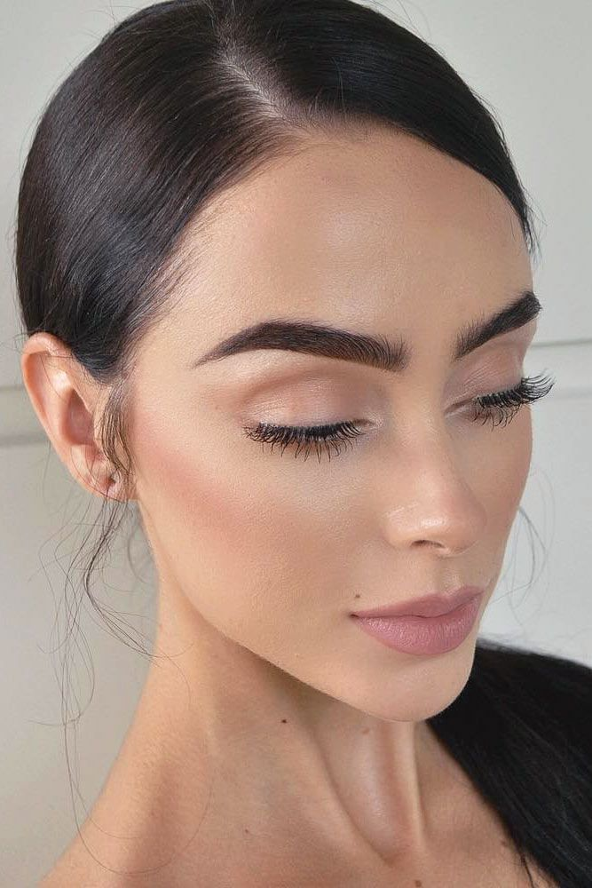 With this look, the brows and the lashes should be the focus. Light mauve and sand colors with some highlight is all you need for the rest of the face! -