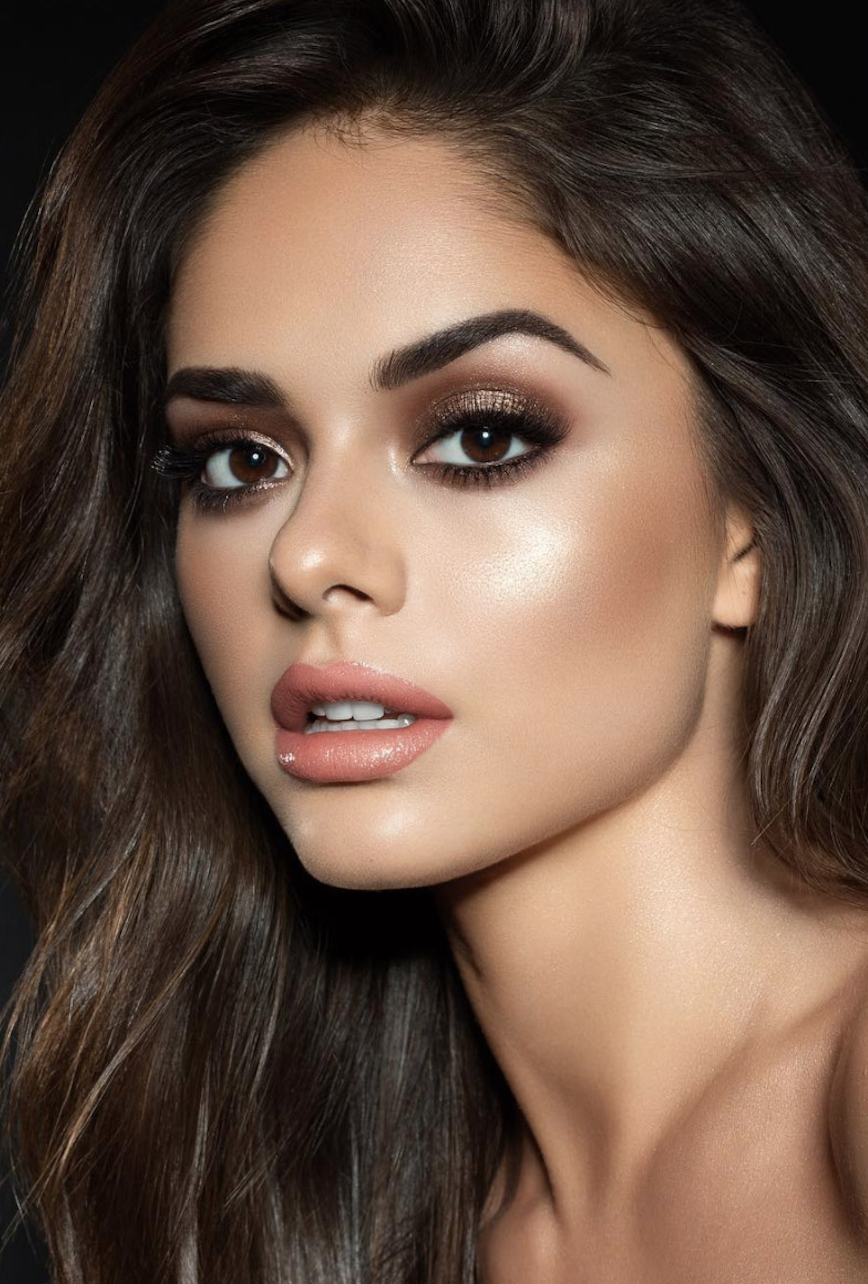 Did you know you can combine natural colors AND smokey colors to create a casual smokey eye?It's beautiful and would be perfect with this look. -