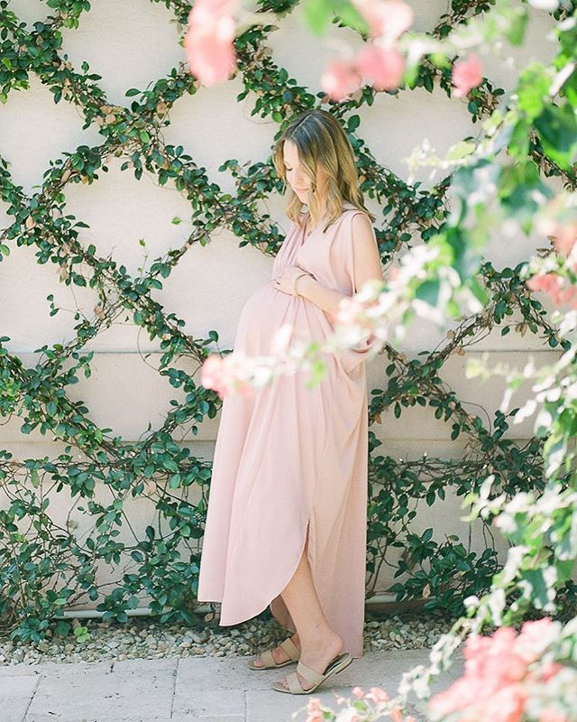 Did you get a chance to pop on over to the journal yesterday to see this beautiful maternity session by @rootedlovephoto? If not, you definitely need too. So much beautiful imagery and love in these shots!
