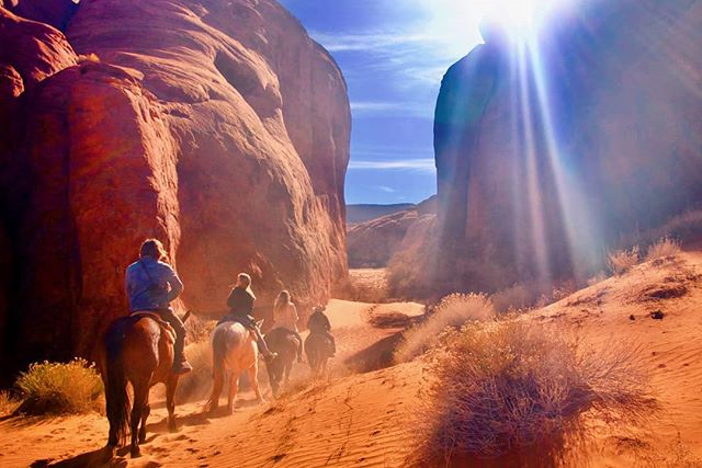 Throw back to good times... . . . . . . . . . . #documentary #film #director #horses #horseback #travel #feels #adventure #epic #awesome #monumentvalley #explore #desert #outdoor #lit #picoftheday #scenic #naturallight #beautiful #earth @joshua_hak @lucygoosey1993 @liftedfilmsmedia