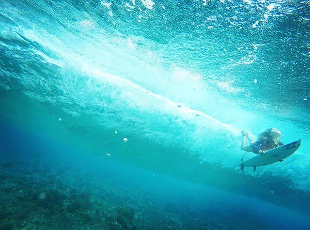 @aelanvaast duckin & divin in some of the clearest water on #earth... #surfing #surfer #tahiti #documentary #film #director #epic #awesome #adventure #filmmaking @mathildezampieri @airtahitinui @nesianlife @billabongwomenseurope @liftedfilmsmedia