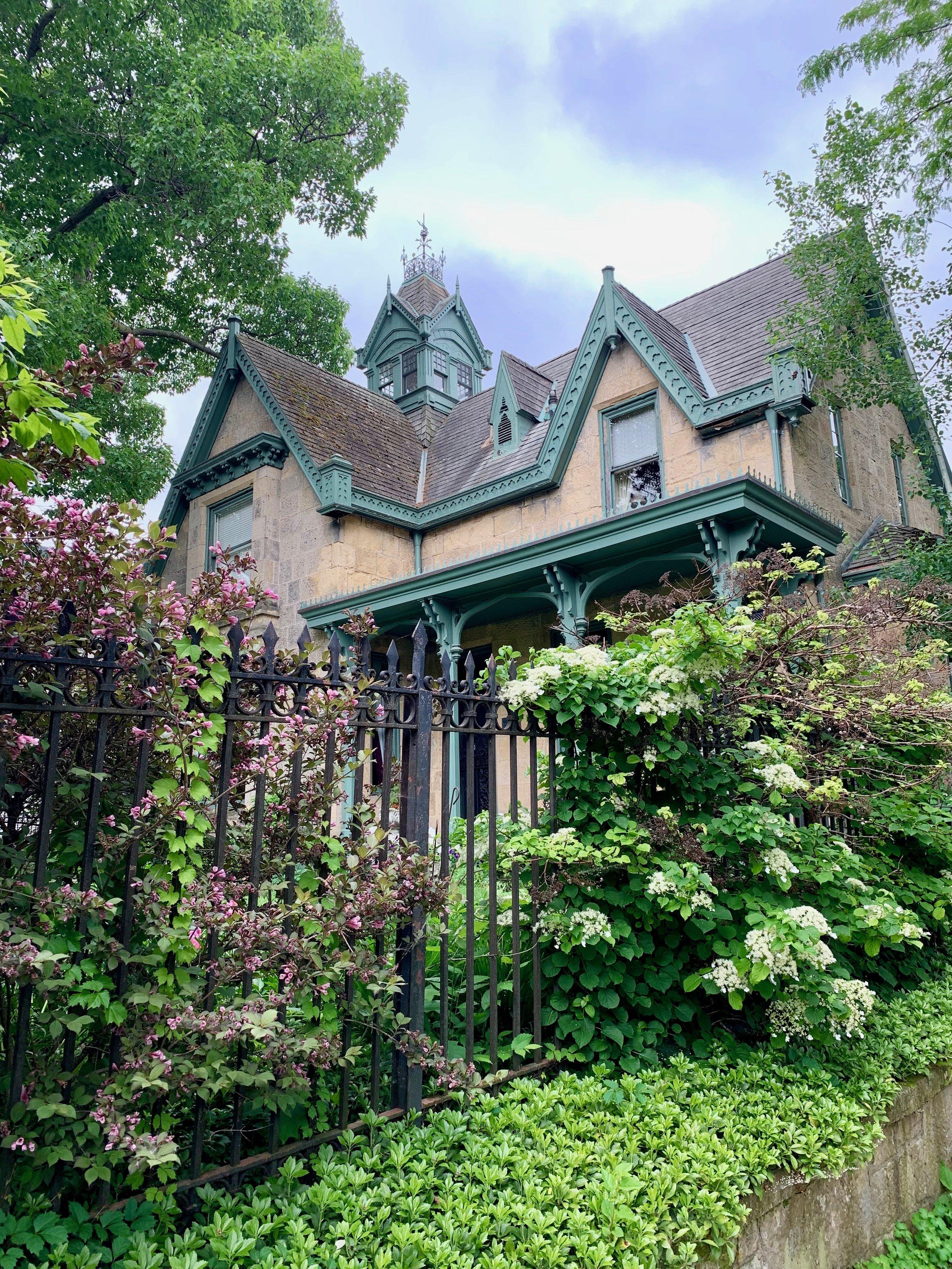 William T. & Jane Leitch House (Livingston Inn)