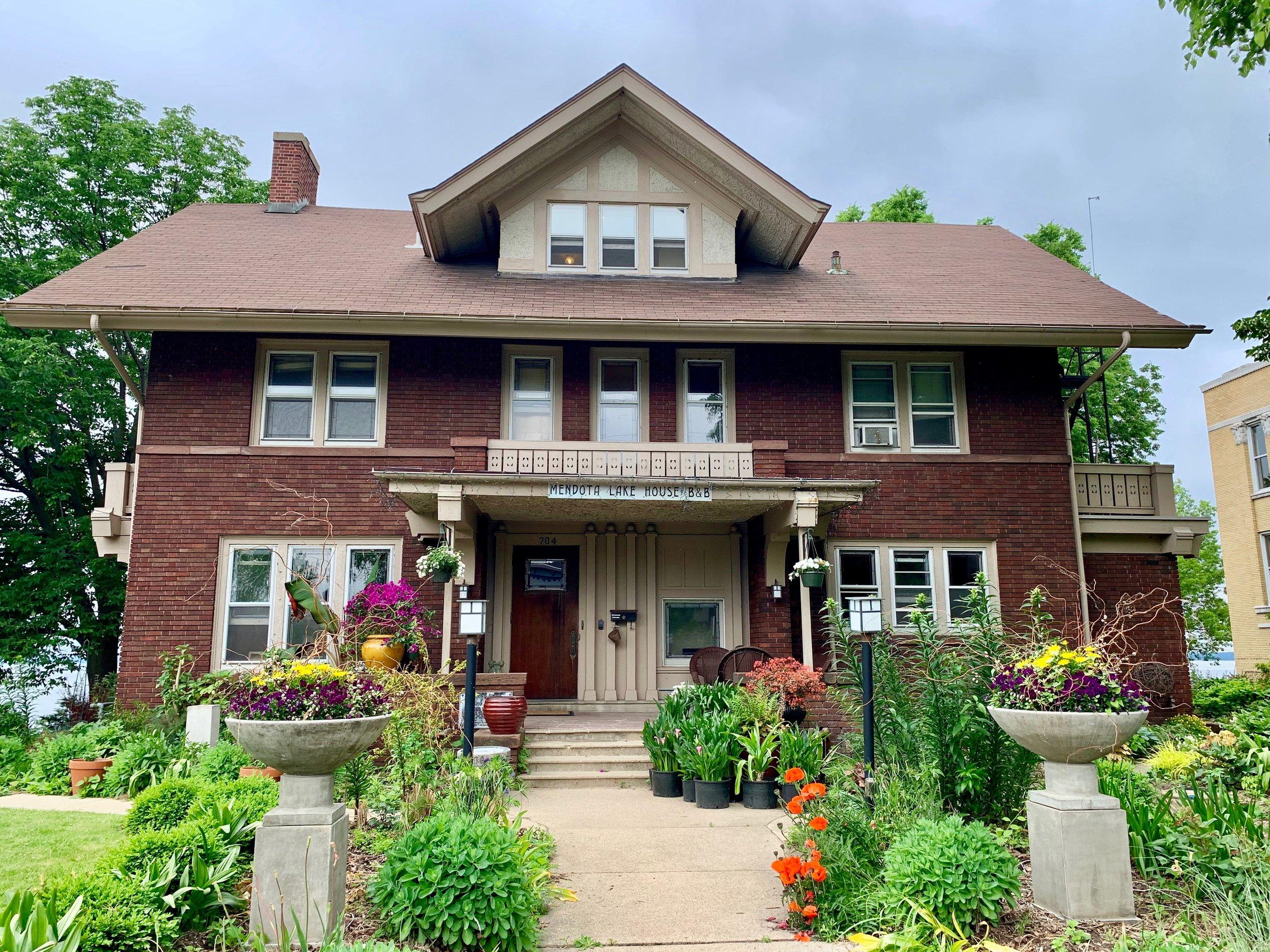 William & Dora Collins House (Mendota Lake House B&B)