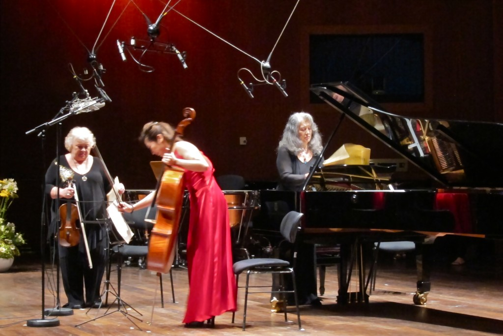 Moments before starting the Tchaikovsky Trio