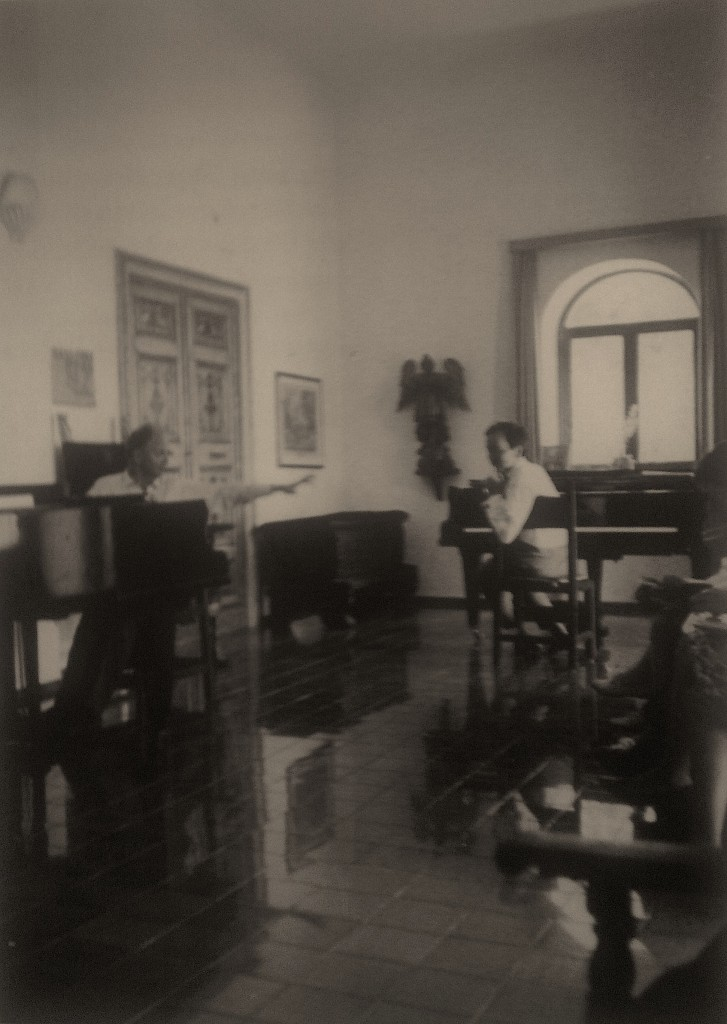 Wilhelm Kempff teaches a student at the Beethoven Courses in Casa Orfeo