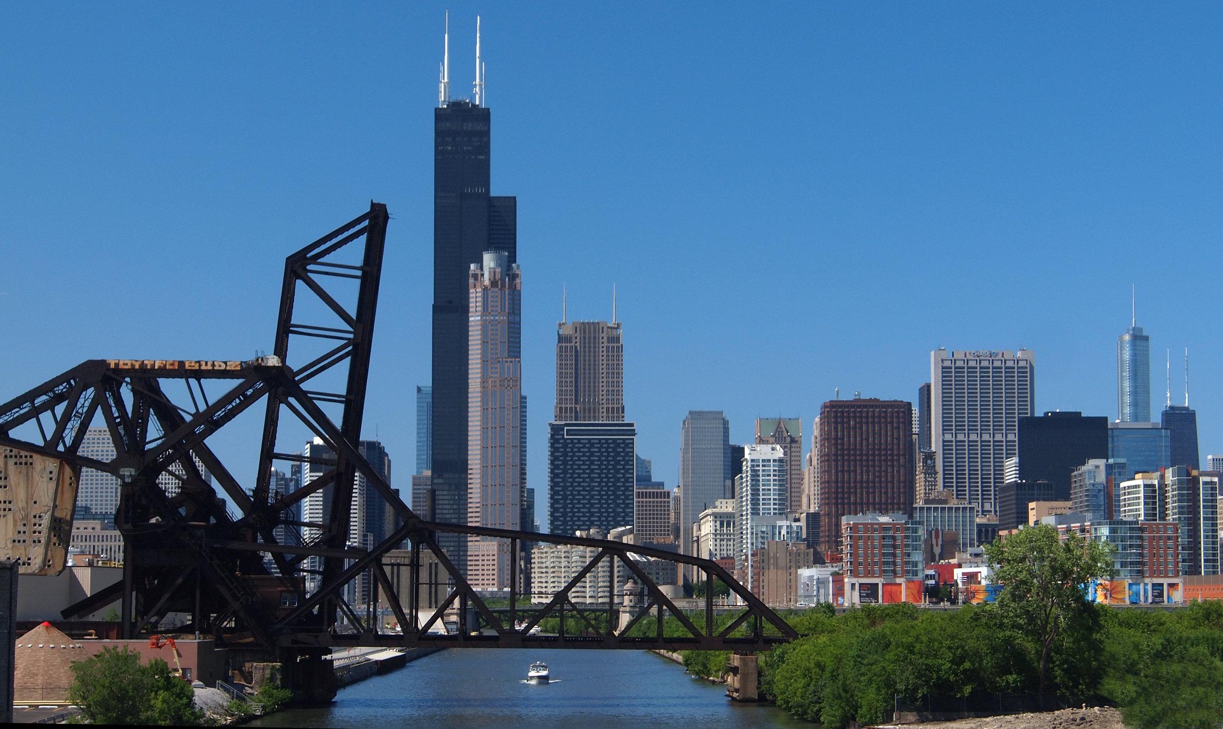 Chicago_skyline_from_16th_Street_bridge.jpg