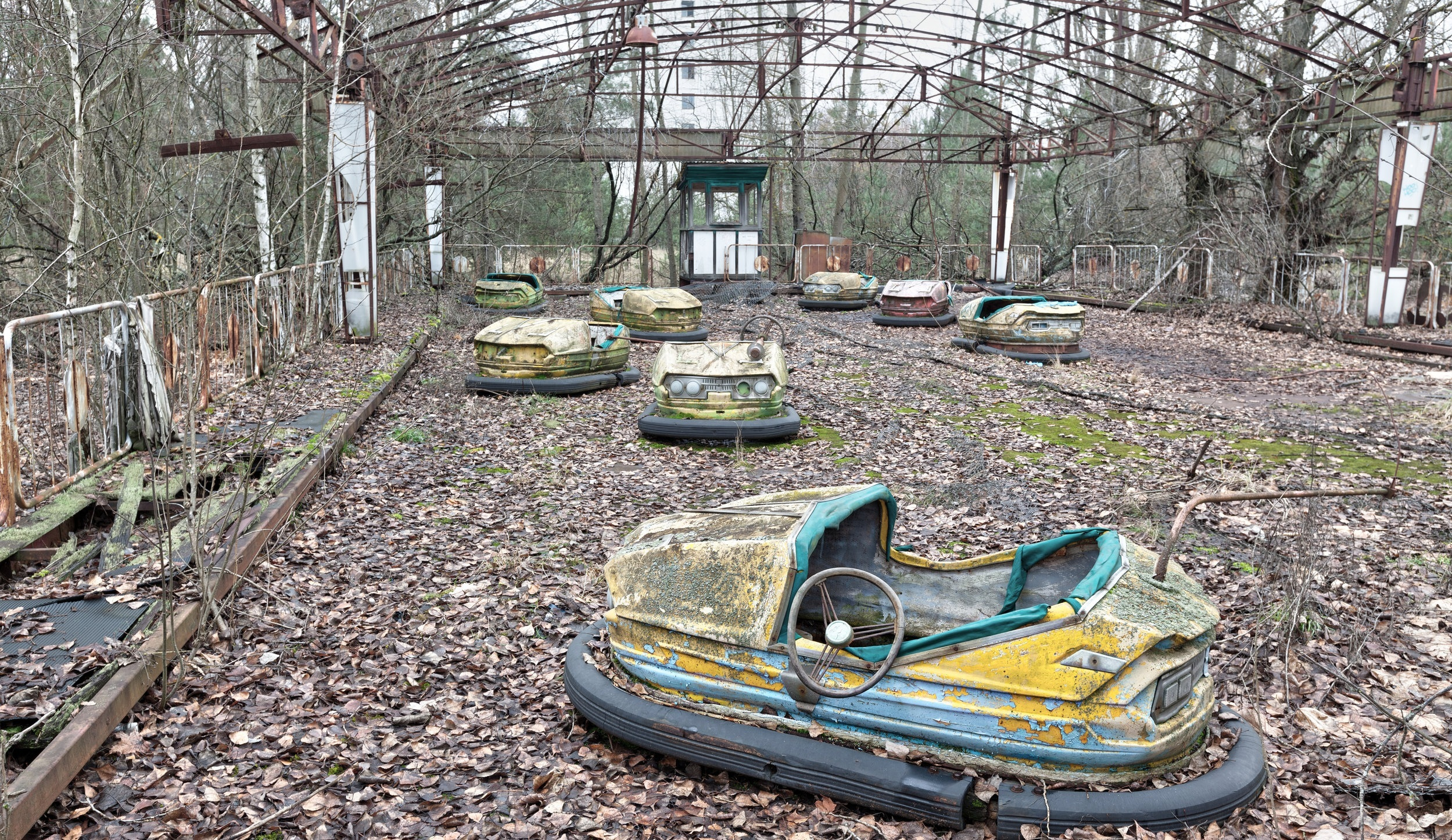 attraction-in-amusement-park-in-overgrown-ghost-PW8VQUD.jpg