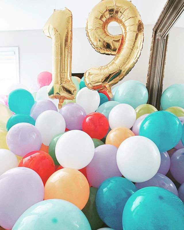 ✨1 9✨  ...came home to 500 balloons in my room to surprise me for my bday and I've never been happier :)) my fam is the best 💕  #birthday #surprise #19 #weekend 