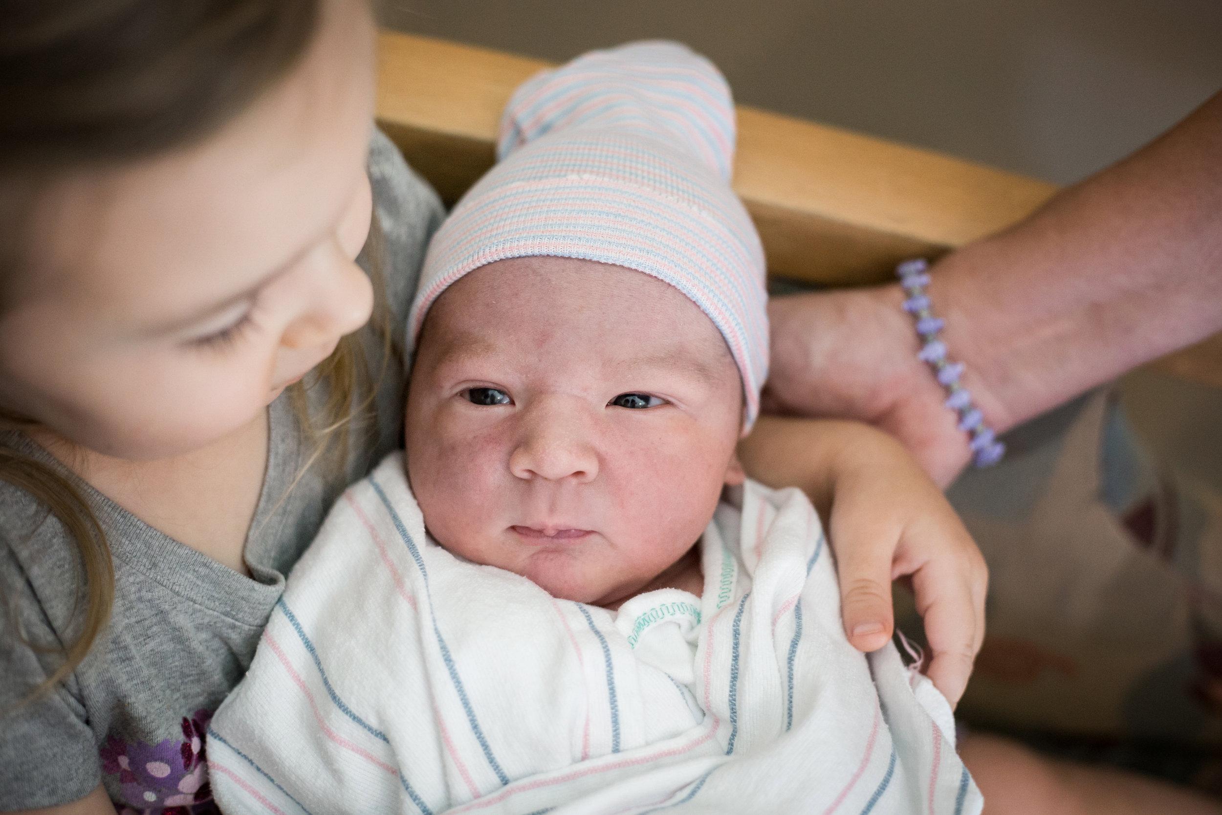 meeting-new-sibling-birth.jpg