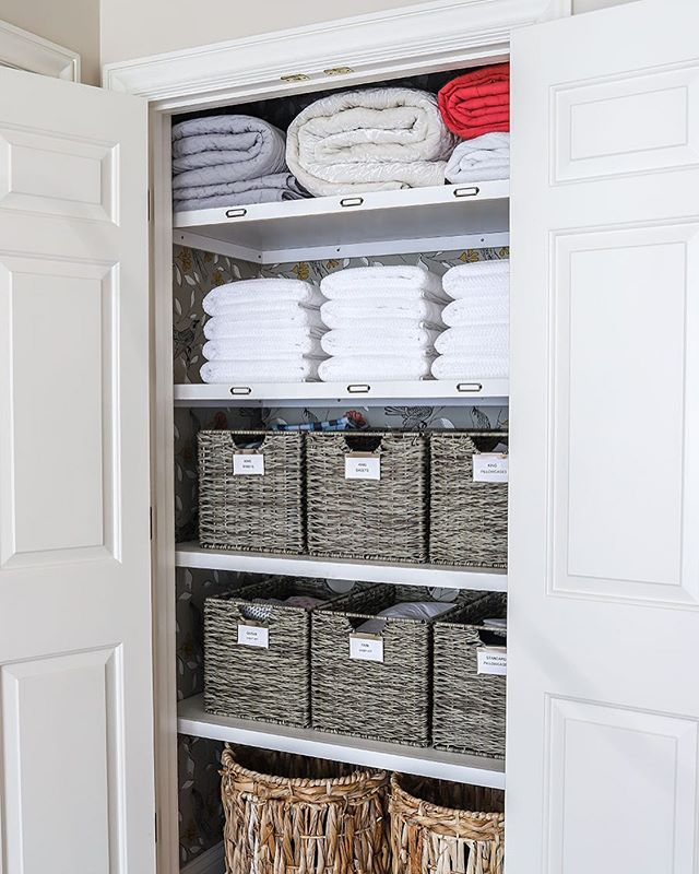 Let's hear it for this linen closet organization! 👏 . Doesn't this picture bring you joy? No? Just me? I'm okay with that. Y'all know I love organization and these labeled baskets are giving me all the feels. I know, I'm probably weird for saying that. . Seriously though. Do you have a small closet that you just cringe when you open it because your stuff is everywhere? Go get some baskets, friend! It's amazing what you can hide in these babies. Marie Kondo (and let's face it, your mom) would be so proud of you. Not to mention the joy it will bring every time you open this space. Organizing a space can take time, but the benefits of being orderly make your life just a little less hectic! So c'mon and get to it! . What space in your home do you need the most help in organizing?? . . . . #closetorganization #organization #mariekondo #jenwoodhouse #linenorganization #linenclosetorganization #linencloset #homeorganization #smallclosetorganization #organizingtips #homeorganizing #madisonbustamante