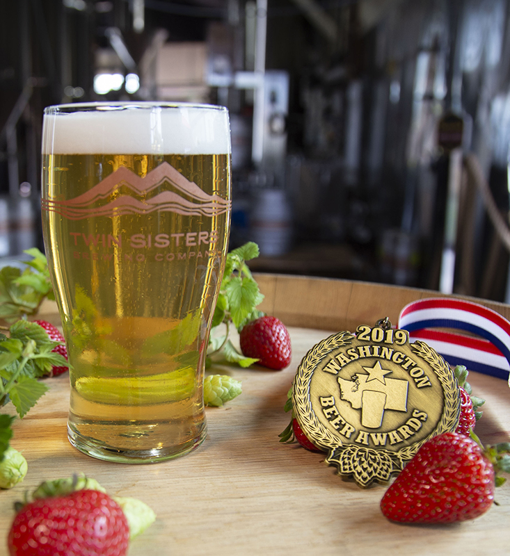 """STRAWBERRY ZWICKELBIER - 4.7% ABV 