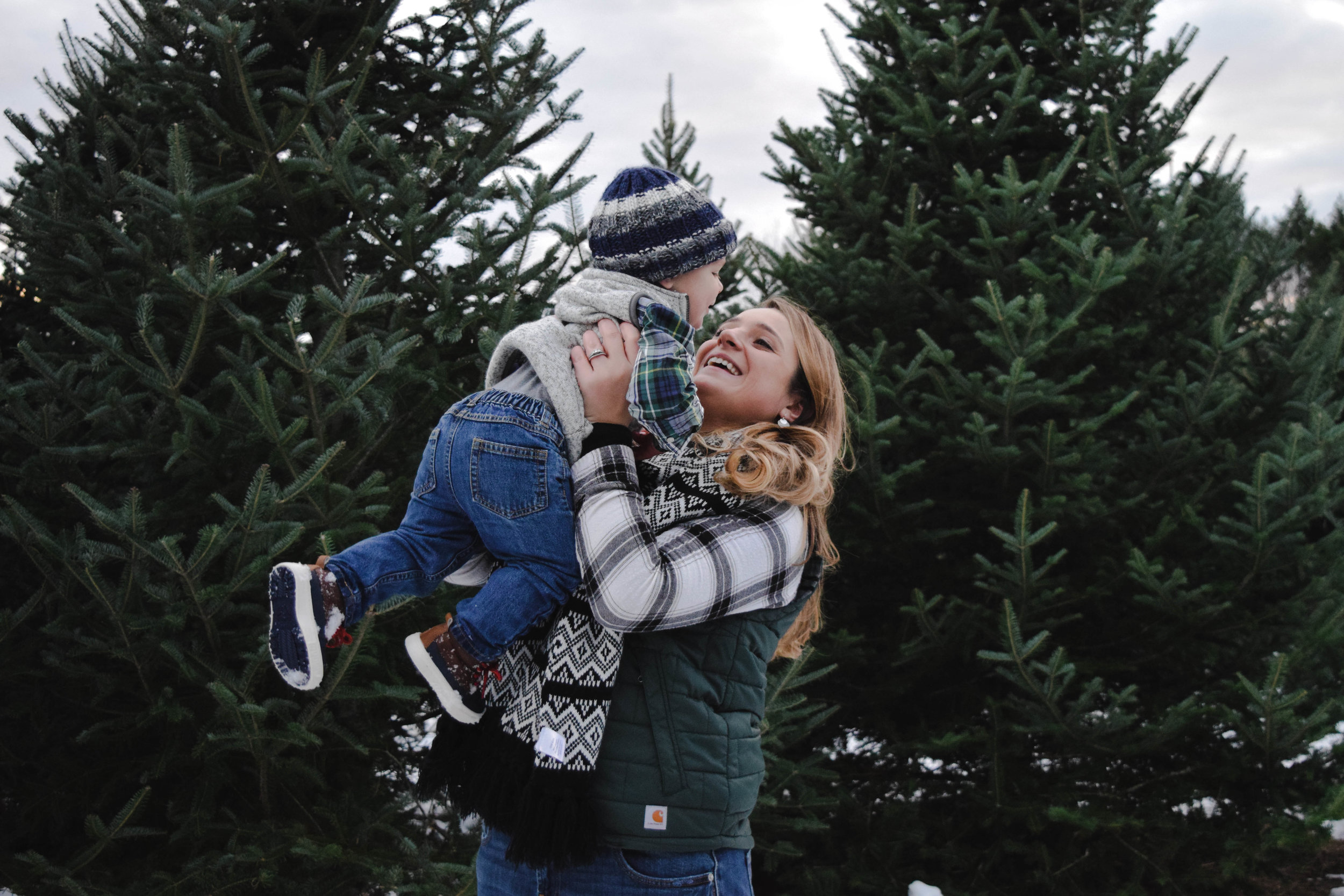 // Brayton Family // - The cutest family ❤️ We had such a fun time taking photos. This little one decided it was so much more fun to play in the snow so we just went with it. We knew it was time to go when our hands were too cold to play in the snow ❄️ Happy Thanksgiving to all ❤️