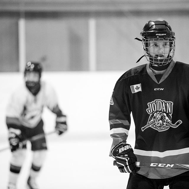 My hobby is shooting this guy and his siblings on the ice or the field. I like to call it artsy sport photography 🤗 and this guy has been well trained! This was taken during a tournament final where he unintentionally poses for his mama 💁🏼♀️