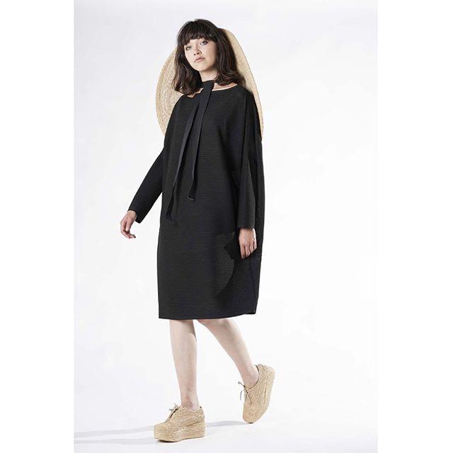 Annette Gortz   MILDA 28410-40 hat #ss19 . . . . . @annette_goertz_official #annettegortz #fashiondesigner #designer #style #fashionblogger #outfitoftheday #ootd #ootdinspo #outfitinspiration #springsummer2019 #styleoftheday #lookoftheday #stylediaries #shoplocalhouston #houstonfashion #mixedmedia #painting #grunge #oversized #houston #hats #summerhats #shopsmall
