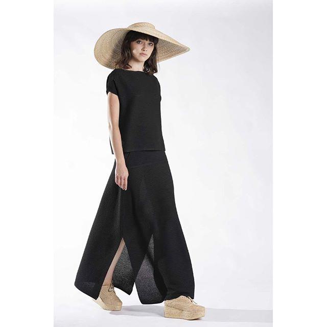 Annette Gortz  MILDA Hat 28410-40 #ss19 . . . . . @annette_goertz_official #annettegortz #fashiondesigner #designer #model #clothes #style #fashionblogger #outfitoftheday #ootd #ootdinspo #outfitinspiration #bighat #springsummer2019 #blackoutfit #timeless #styleoftheday #lookoftheday #stylediaries #shoplocalhouston #houstonfashion #shopsmall