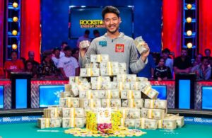 Main_Event_Champion_John_Cynn_2018_WSOP_EV65_Main_Event_Day_10_Giron_7JG0825-300x195.jpg