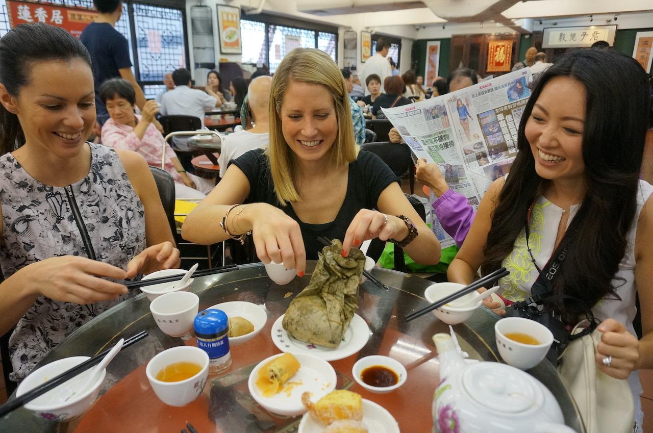 hello-hong-kong-food-tour-visitors2.jpeg