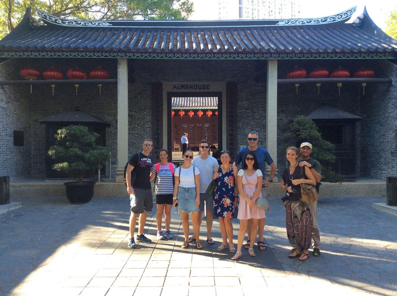 hello-hong-kong-night-tour-visitors1.jpg