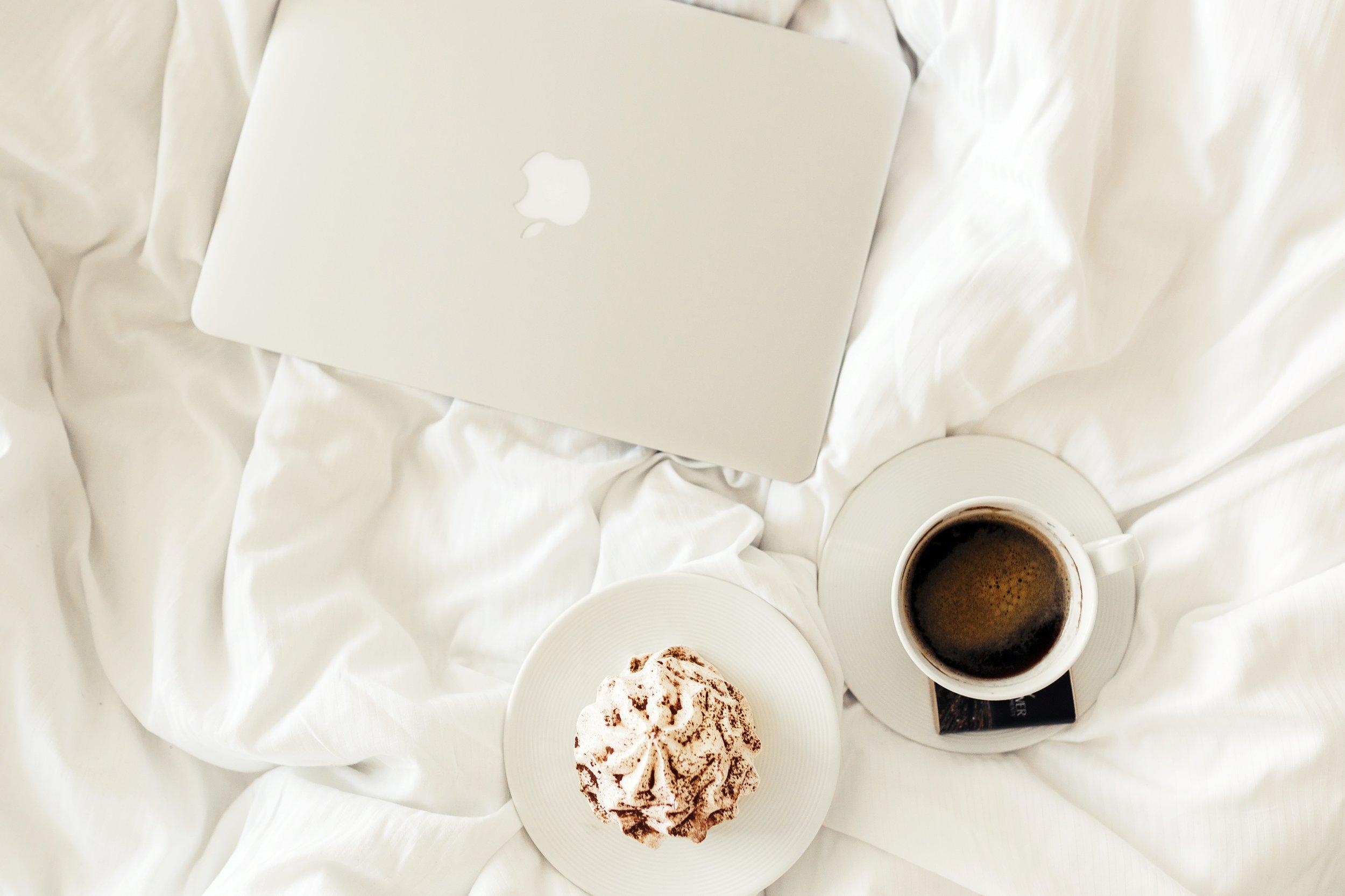 apple-bed-bedroom-54283.jpg