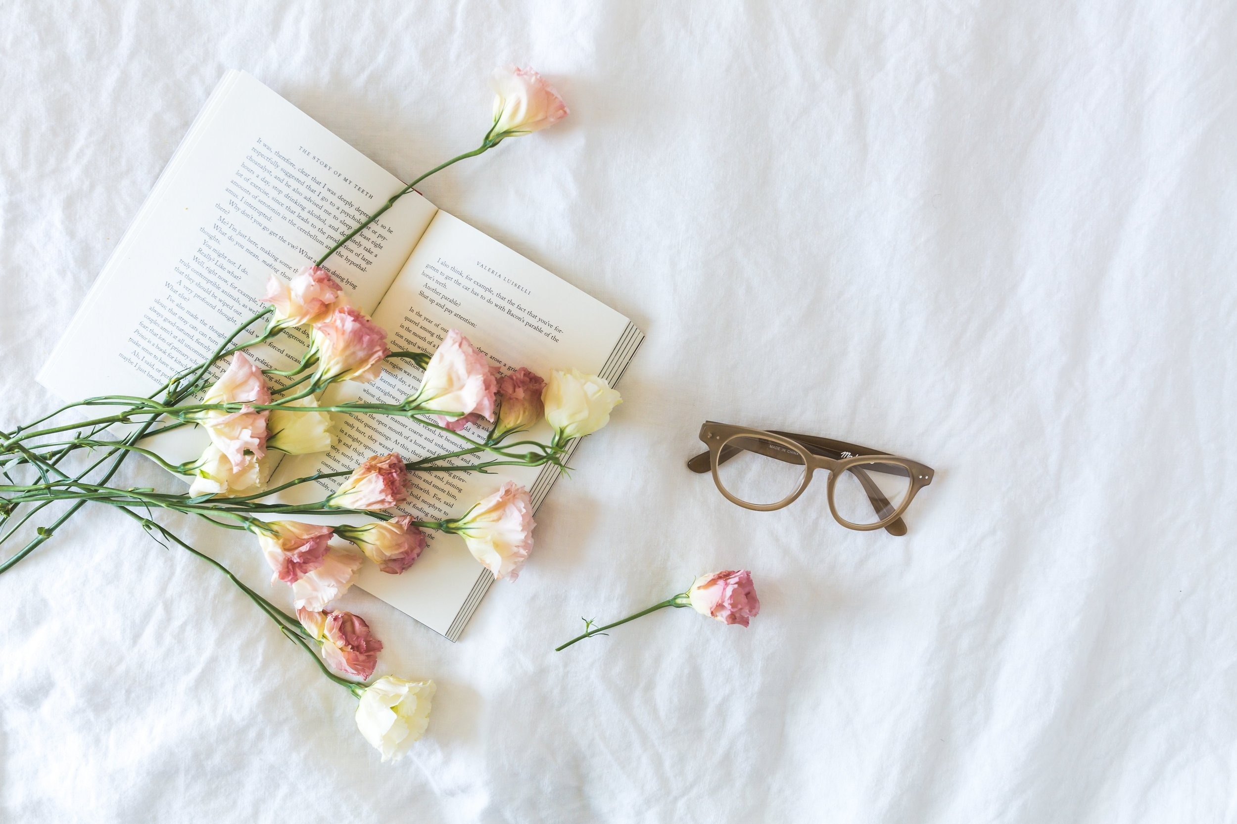 book-bouquet-card-545042 (1).jpg